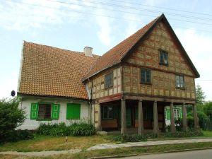 800px-Lubieszewo,_mennonitský_dům