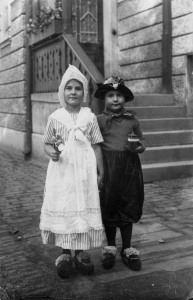 Maria_twins in fancy dress 1926_2