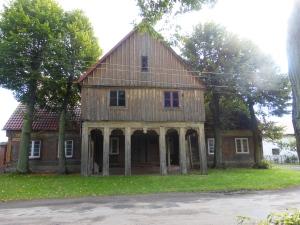 nowacerkiew_mennonitehouse_frontview
