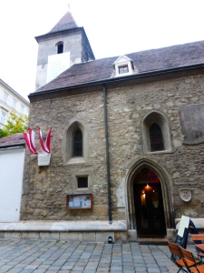 Vienna_ruprechtskirche_entrance2