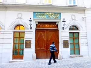 Vienna_synagogue_ext