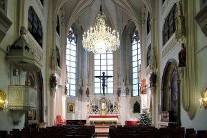 1200px-Wien_-_Hofburgkapelle
