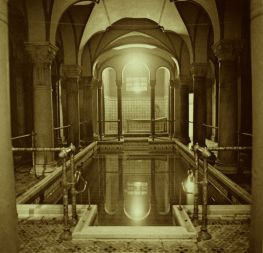 800px-Pool_for_men_centralbad