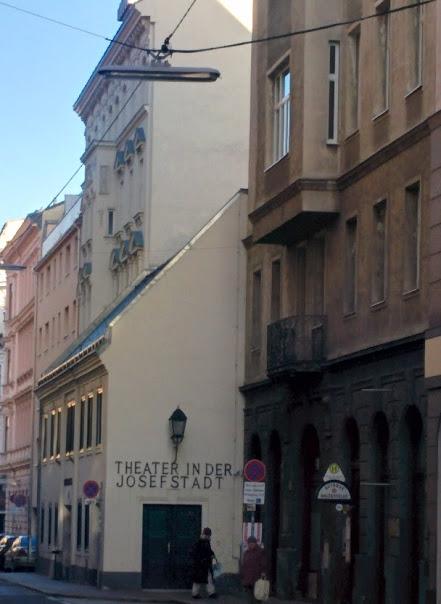 vienna_theater_josefstadt_side