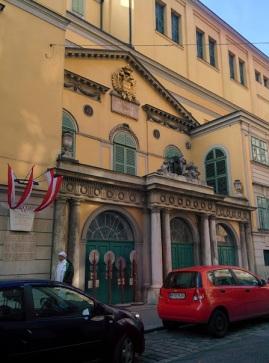 vienna_theateranderwien_facade_side