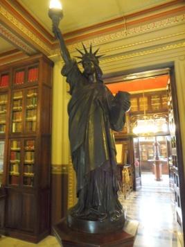 barcelona_biblioarus_statueofliberty