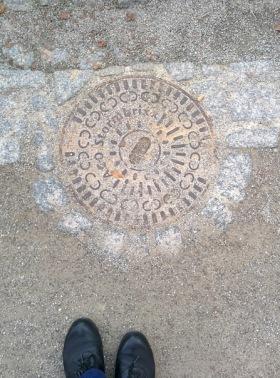 manhole_ceskykrumlov_circlelinks