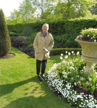 regentspark_ee&whiteflowers&pot_london_apr23
