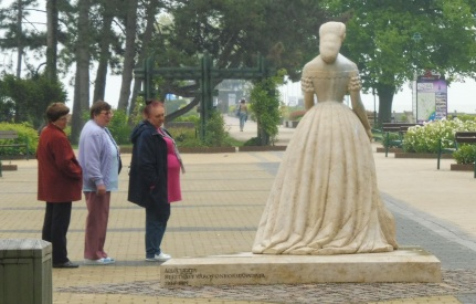 sisisculpture&hungarianladies_keszthely_may3