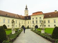 stiftaltenberg_entrance&gb&statues_altenberg_apr28