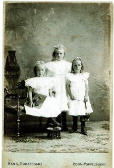 Kaethe Augenstein & sisters, ca. 1910